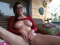 Big tits are jiggling here