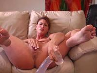 A lovely woman is rubbing her cunt