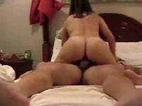 So hot and lustful lot of sex fun by this casual sex couple in a old noisy bed