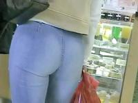 You will hardly find any hotter jeans ass view than this provided by cute amateur gal