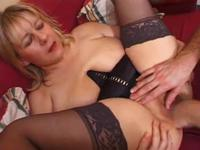 Mature slut gets her pussy nailed at home